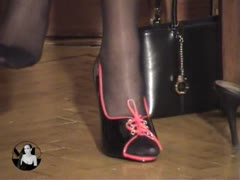 Madame Catarina Submissive Guy Foot Smothering