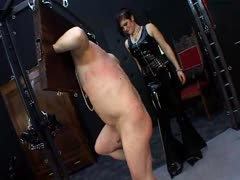 Mistress beats slave's butt as she pleases