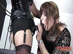 Mature tranny enjoy's mistress strapon
